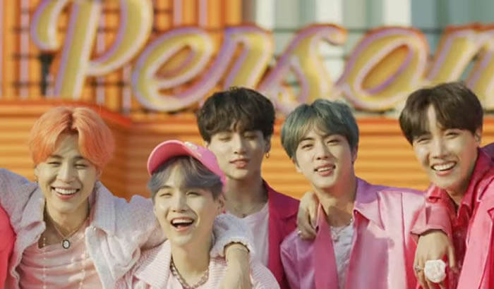 BTS  (Boy With Luv) feat. Halsey'